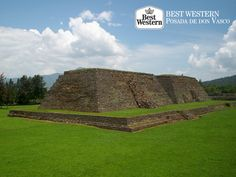 """Descubra la historia de Pátzcuaro. EL MEJOR HOTEL DE PÁTZCUARO. Pátzcuaro fue el lugar elegido por los nobles Purépechas, quienes lo nombraban como """"La Puerta del Cielo"""", lugar por donde descendían y ascendían sus dioses. En el sitio arqueológico Ihuatzio y Tzintzuntzan, todavía se pueden apreciar restos de sus construcciones. En Best Western Posada de Don Vasco, le invitamos a hospedarse con nosotros para conocer la cuna del imperio Purépecha. #bestwesternenmichoacan"""