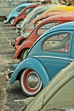 Volkswagen Beetle Best Picture For Vintage Cars For Your Taste You are looking for something, an Beetles Volkswagen, Auto Volkswagen, Volkswagen Beetle Vintage, Image Deco, Kdf Wagen, Retro, Vw Vintage, Cute Cars, Old Cars