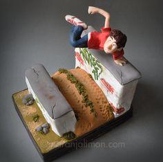Técnica y creatividad…y en mi caso más bien de equilibrio. Hacer esta tarta ha sido todo un reto. Me la