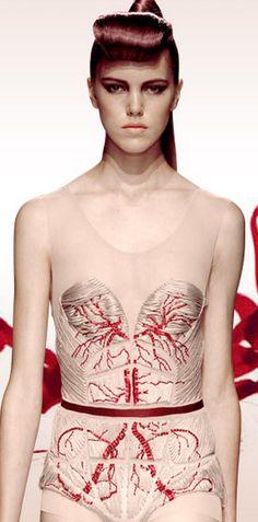 embroidered Fashion Art, Runway Fashion, High Fashion, Fashion Design, Dress Fashion, Yiqing Yin, Human Anatomy, Anatomy Art, A Level Textiles