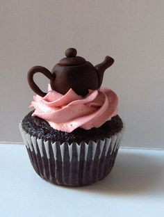 #Cupcake with #Cute teapot topper looks so good, we want one! Great #CakeDecorating We love and had to share!