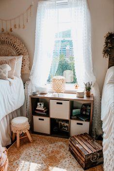 College Bedroom Decor, College Room, Small Room Bedroom, Room Ideas Bedroom, Dorm Rooms, Dream Bedroom, Collage Dorm Room, Dorm Room Designs, Cozy Room
