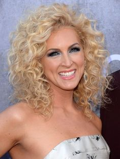 Kimberly-Schlapman-acm-awards-2014 ; gorgeous hair and of course Kimberly is beautiful as always! <3 :D <3