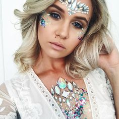 ✨ The Gypsy Shrine babe ✨Meet our new amazing head artist in LA ❤️ ✨Wearing SHR Unicorn Crown Face Jewel + Multi Mix Glitter + All in one Chest Piece ✨ Glitter Face, Glitter Bomb, Glitter Eyeliner, Glitter Makeup, White Glitter, Glitter Paint, Glitter Vinyl, Sparkly Makeup, Face Gems
