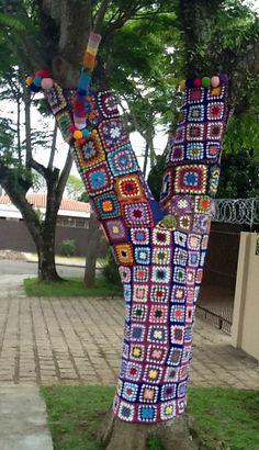 ao with <3 / great crochet & pompom yarn bombing Curitiba (Brazil)
