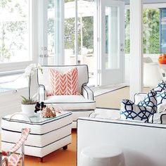 Crisp outdoor (easy-to-clean) fabric and navy piping give this cottage furniture its classic, preppy look! LIKE? {Photo: @staceyvanberkel | Styling: Christine Hanlon}
