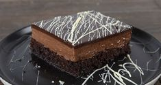 Chocolate poke cake by the Greek chef Akis Petretzikis. Make easily and quickly this traditional recipe for a dessert called sokolatina, full of chocolate! Greek Sweets, Greek Desserts, Party Desserts, No Bake Desserts, Greek Recipes, Poke Cake Recipes, Sweets Recipes, Cookbook Recipes, Pasta