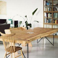 Table_repas_bords_irregulies_grande_8_personnes_manger_bois_frene_massif_brut_mobilier_sur_mesure_design_contemporain_fabriquer_france_made_in_mano_recycling_paris_francais_01