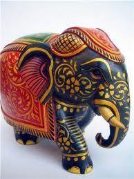 dorado & azul Elephant Parade, Elephant Love, Elephant Art, Elephant Stuff, Cardboard Sculpture, Sculpture Art, Fung Shui Home, Fen Shui, Yoga Decor