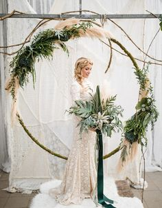 Newest Screen Urban wedding inspiration with a boho feel Ideas Get wedding decor made easy Whenever you organize a wedding , you have to focus on the Budget again Boho Wedding, Floral Wedding, Wedding Ceremony, Wedding Flowers, Green Wedding, Boho Bride, Trendy Wedding, Wedding Arches, Wedding Vintage