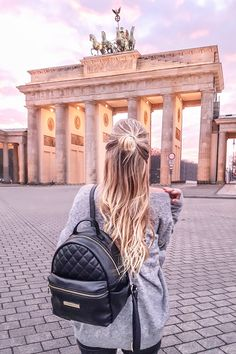 Sunset at Brandenburg Gate I Berlin, Germany: http://www.ohhcouture.com/2017/01/monday-update-42/ #ohhcouture #leoniehanne