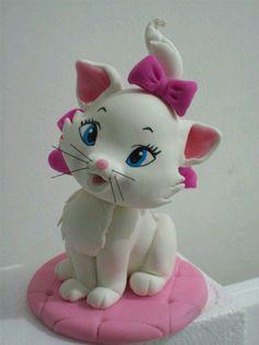Cat Fondant, Fondant Animals, Fondant Toppers, Fondant Cupcakes, Cupcake Toppers, Polymer Clay Disney, Cute Polymer Clay, Polymer Clay Projects, Fondant Figures