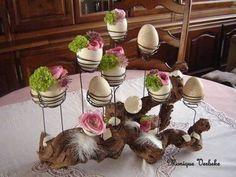12 Egg~cellent Crafts For A Fabulous Easter - HomelySmart - Osterdekoration mit wurzel Easter Crafts, Fall Crafts, Halloween Crafts, Christmas Crafts, Summer Crafts, Easter Flower Arrangements, Easter Flowers, Crafts For Kids To Make, Diy And Crafts