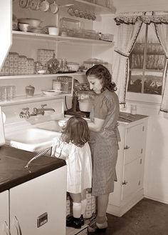 Defense homes. Little Ann Heath is eager to try out all the facilities of her parents' new unit, after spending most of her life in a single furnished room. She pushes a footstool to the sink in order to help clean up the dis Vintage Pictures, Old Pictures, Old Photos, Theme Pictures, Old Kitchen, Vintage Kitchen, 1940s Kitchen, Retro Kitchens, Vintage Glam