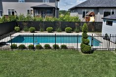 Get the best around the pool landscaping Inground Pool Designs, Swimming Pool Designs, Backyard Plan, Fire Pit Backyard, Backyard Patio, Swimming Pool Landscaping, Pool Fence, Outside Pool, Outdoor Living Rooms