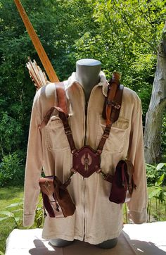 Multi-functional Leather Quiver With Two Arm Guards, Two Belt Pouches And A Shooting Glove Leather Quiver, Leather Tooling, How To Make Leather, How To Make Bows, Recurve Bow Hunting, Leather Projects, Leather Crafts, Arm Guard, Hunting Gear