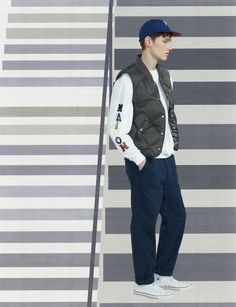 See the complete Maison Kitsuné Fall 2017 Menswear collection.