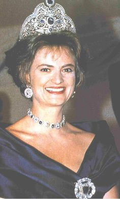 Princess Gloria von Thurn and Taxes  wearing the Sapphire Tiara and jewels