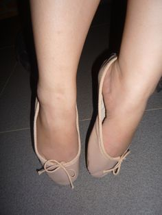 Tip toes and arch White Ballet Flats, Pink Ballet Shoes, Ballerina Flats, Big Girl Fashion, Female Fashion, Women's Fashion, Nylons Heels, Sexy Heels, Me Too Shoes