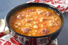 This navy bean soup is made with smoked ham shanks, vegetables and spices. It's a hearty and delicious soup the whole family will enjoy. Ham And Beans, Ham And Bean Soup, Ham Soup, Sausage Soup, Bean Soup Recipes, Healthy Soup Recipes, Cooking Recipes, Cooking Tips, Vegetarian Recipes