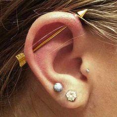 Resultado de imagem para piercing na orelha transversal