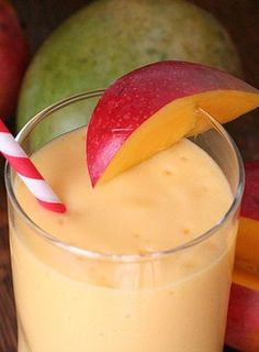 Tons of smoothie recipes that aid in weight loss, including the Mango smoothie thats pictured! | weightloss