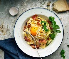 Krämig carbonara | Recept ICA.se Pasta Carbonara Recept, Spaghetti, My Cookbook, Arugula, Bacon, Eat, Breakfast, Ethnic Recipes, Foods