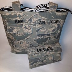Military Pocket Purse & Tri Fold Checkbook Wallet with a great feature 2 clear I. Military Crafts, Military Mom, Army Mom, Military Retirement Parties, Patriotic Quilts, Tri Fold, Cute Bags, Small Bags, Bag Making
