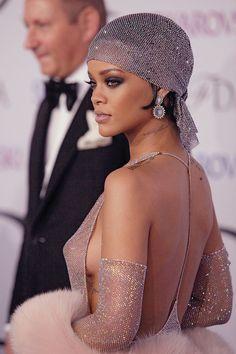 Coiffure comme Rihanna avec foulard