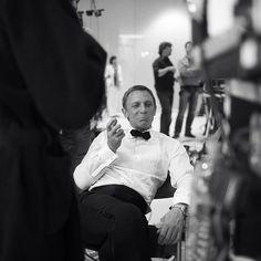 Greg Williamsさん( 「Happy Birthday Seen here on the set of Daniel Graig, Daniel Craig James Bond, Best Bond, Happy 50th Birthday, James Bond Movies, Halloween Images, Cult Movies, On Set, Film Photography