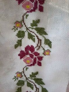This Pin was discovered by sul Cute Cross Stitch, Cross Stitch Bird, Cross Stitch Borders, Cross Stitch Flowers, Cross Stitch Designs, Cross Stitch Embroidery, Hand Embroidery, Cross Stitch Patterns, Embroidery Designs