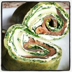 Spinach roll with salmon and crean cheese