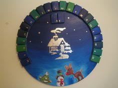 Adventkalender blau auf rundem Keilrahmen. Advent, Clock, Home Decor, Canvas Frame, Wedges, Calendar, Homemade, Blue, Watch