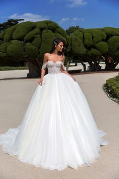 """Gorgeous Strapless A-Lane Sweetheart Princess Wedding Dress / Bridal Ball Gown with Open Back and a Train. Collection """"Novia Elegante"""" by Vasylkov European Wedding Dresses, Affordable Wedding Dresses, Wedding Dress Trends, New Wedding Dresses, Bridal Dresses, Prom Dresses, Pnina Tornai Dresses, Divas, The Bride"""