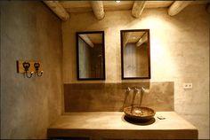 Salle de bain en béton ciré du gîte l'Oustal