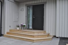 Kind of the idea Front Door Steps, House Front Door, House Yard, Front Porch, Outdoor Steps, Patio Steps, Concrete Stairs, Wooden Stairs, Bungalow