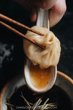 Dumpling Dipping Sauce, Dumpling Recipe, Dumplings, Make Chicken Broth, Diner Menu, Pork Broth, Authentic Chinese Recipes, Homemade Soup, Bao