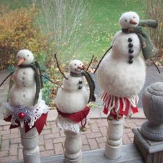 Michelle Palmer: Needle Felted Snowmen...How to... Lovely blog.