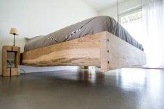 Robuustheid uit een gevangenisdorp - Wonen&Co Home Decor Furniture, Bedroom Furniture, Furniture Design, Bedroom Bed Design, Room Decor Bedroom, Floating Bed Frame, Platform Bed Designs, Diy Bed Frame, Ideas Hogar