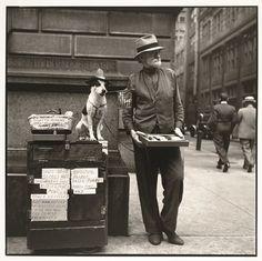 Silent Salesman, Philadelphia, 1937 - Photographer: Louis Faurer