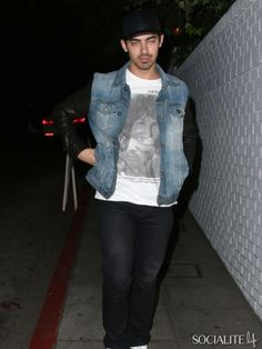 Joe Jonas seen heading to Bar Marmont after meeting his brother Kevin Jonas and sober coach Mike Bayer in West Hollywood. October 15, 2013.