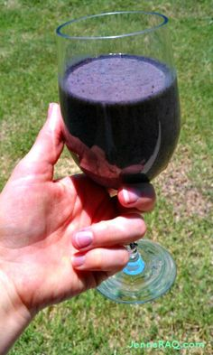 Blueberry Banana Surprise Smoothie Recipe #paleo - Jenn's RAQ2 frozen bananas  1.5 cups blueberries  4 large leaves of Romaine lettuce  2 cups unsweetened almond milk  1 Tbsp chia seeds  Instructions