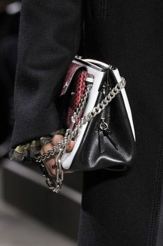 Mulberry at London Fashion Week Fall 2016 - Details Runway Photos Mulberry Bag, Fallen London, Leather Shoulder Bag, Shoulder Bags, Fall 2016, Ready To Wear, London Fashion, How To Wear, Runway