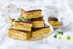 Trochu víc válení, trochu víc míchání a vaření, ale odměnou vám budou skvělé medové řezy s chutí karamelu.
