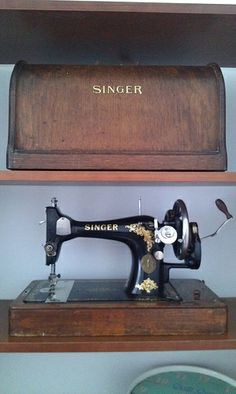 1913 Singer Sewing Machine - I've just been given one of these and it's the most beautiful thing ever! Complete with the instructions book, and all the feet, I'm obsessed already!