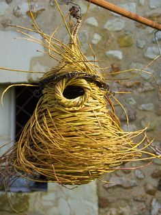 Willow Weaving, Basket Weaving, Pottery Houses, Diy Bird Feeder, Animal Projects, General Crafts, Weaving Art, Nature Crafts, Land Art