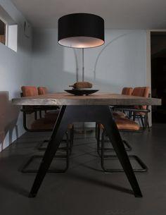 Grote booglamp Bolivia met zwarte kap voor boven de eettafel. De kap kan in vele kleuren -Woonwinkel Alle Pilat
