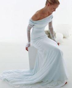 abito sa sposa celeste con coda spose di giò