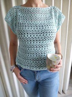 Onlangs haakte ik dit zomertruitje, een gratis patroon van By Claire *. T-shirt Au Crochet, Cardigan Au Crochet, Crochet Tunic Pattern, Pull Crochet, Mode Crochet, Crochet Shirt, Crochet Stitches Patterns, Crochet Woman, Knitting Patterns