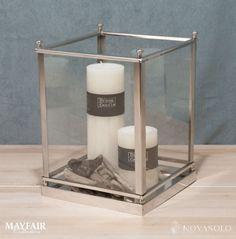 Lekker Mayfair lanterne som kan varieres med farger og dekor etter årstiden. Lanternen er i krom og glass med stilsikre detaljer som gjør det lille ekstra.Mål:Høyde 25 cmBredde 20,5 cmDybde 20,5 cmMateriale:Krom og glassVarenummer:550343